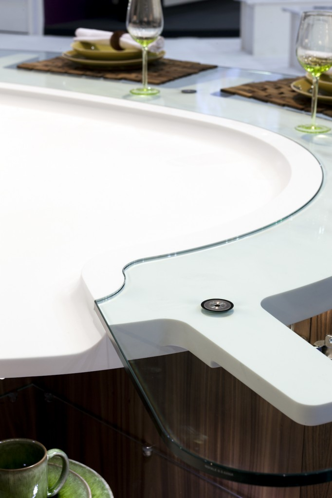 Curved glass bar